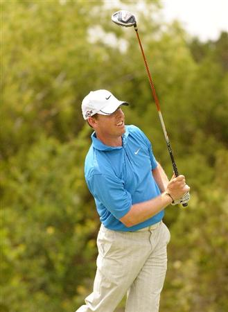 SAN ANTONIO TX. - MAY 15:  Justin Leonard tees off the 18th holeduring the second round of  the Valero Texas Open held at La Cantera Golf Club on May 15, 2009 in San Antonio, Texas.  (Photo by Marc Feldman/Getty Images)
