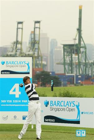 SINGAPORE - NOVEMBER 11:  Robert Jan Derksen of The Netherlands in action during the First Round of the Barclays Singapore Open at Sentosa Golf Club on November 11, 2010 in Singapore, Singapore.  (Photo by Ian Walton/Getty Images)