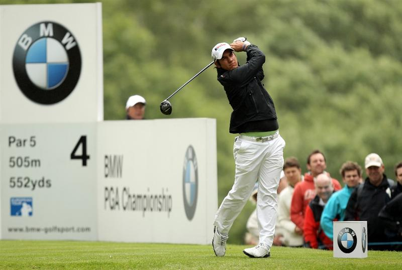VIRGINIA WATER, ENGLAND - MAY 26:  Matteo Manassero of Italy tees off on the 4th hole during the first round of the BMW PGA Championship at Wentworth Club on May 26, 2011 in Virginia Water, England.  (Photo by Ian Walton/Getty Images)