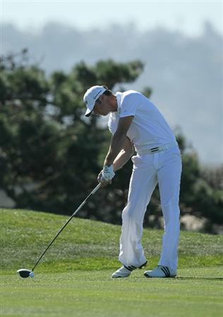 LA JOLLA, CA - JANUARY 27:  Dustin Johnson hits his tee shot on the third hole during round one of the Farmers Insurance Open at Torrey Pines South Course on January 27, 2011 in La Jolla, California.  (Photo by Stephen Dunn/Getty Images)