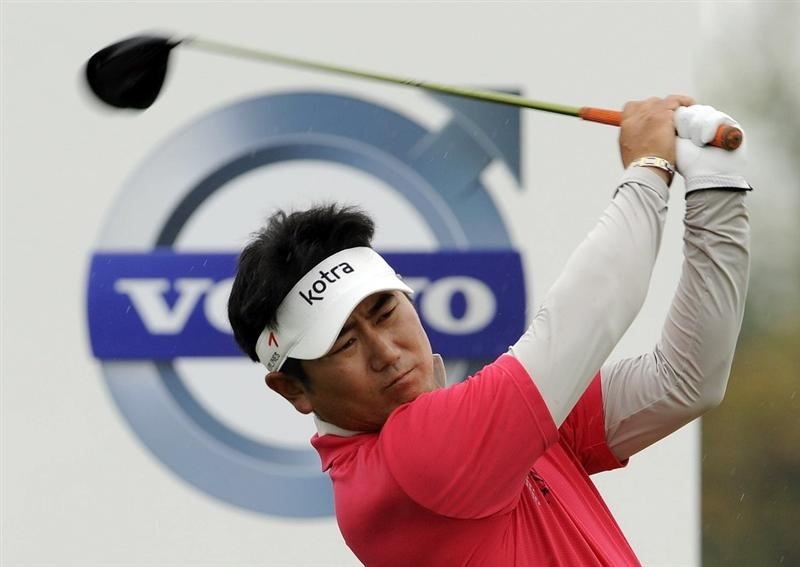 SUZHOU, CHINA - APRIL 18:  Y.E. Yang of Korea tees off on the 2nd hole during the Round Four of the Volvo China Open on April 18, 2010 in Suzhou, China.  (Photo by Victor Fraile/Getty Images)