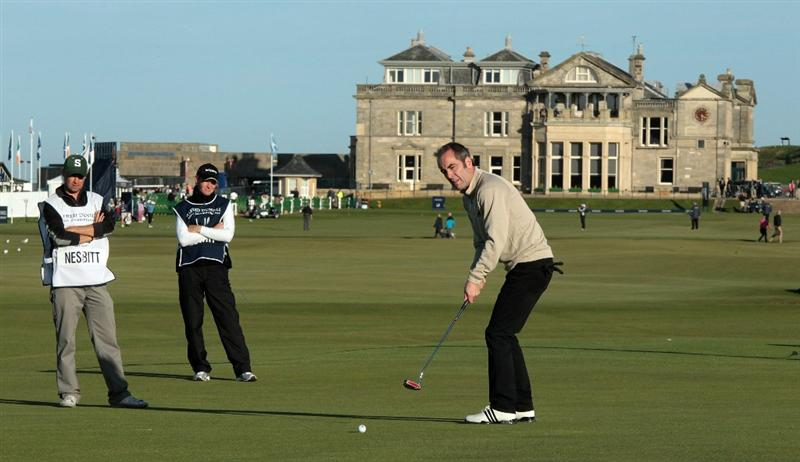 ST ANDREWS, SCOTLAND - OCTOBER 07:  James Nesbitt of Northern Ireland the actor on the 17th green during the first round of The Alfred Dunhill Links Championship at The Old Course on October 7, 2010 in St Andrews, Scotland.  (Photo by David Cannon/Getty Images)