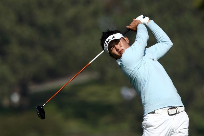 LA JOLLA, CA - JANUARY 31:  Ryuji Imada of Japan tees off the fifth hole during the final round of the 2010 Farmers Insurance Open on January 31, 2010 at Torrey Pines Golf Course in La Jolla, California. (Photo by Donald Miralle/Getty Images)
