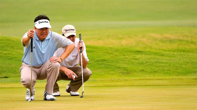 SAN ANTONIO, TX. - MAY 16: Charlie Wi (Left) and Jonathan Kaye (Right)on the 16th green during the third round of the Valero Texas Open held at La Cantera Golf Club on May 16, 2009 in San Antonio, Texas.  (Photo by Marc Feldman/Getty Images)