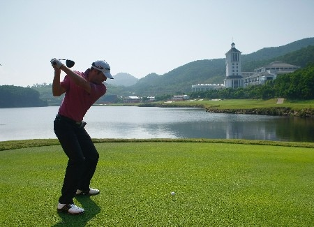 SHENZHEN, CHINA - NOVEMBER 21:  Bradley Dredge of Wales plays his tee shot during the Pro - Am of the Omega Mission Hills World Cup at the Mission Hills Golf Resort on November 21, 2007 in Shenzhen, China.  (Photo by Stuart Franklin/Getty Images)