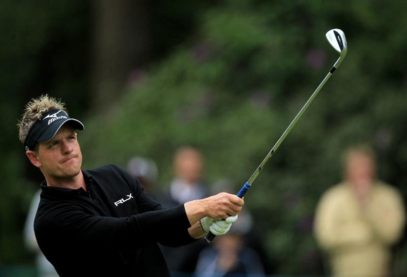 VIRGINIA WATER, ENGLAND - MAY 28:  Luke Donald of England hits his 4th shot on the 6th hole during the third round of the BMW PGA Championship at the Wentworth Club on May 28, 2011 in Virginia Water, England.  (Photo by David Cannon/Getty Images)