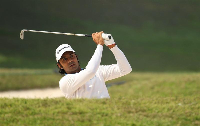 NEW DELHI, INDIA - FEBRUARY 17:  Jyoti Randhawa of India in action during the first round of the Avantha Masters held at The DLF Golf and Country Club  on February 17, 2011 in New Delhi, India.  (Photo by Ian Walton/Getty Images)