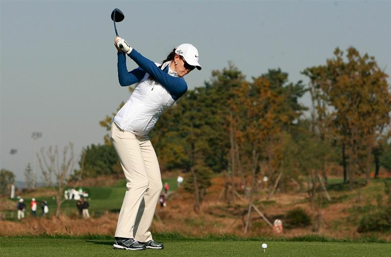 INCHEON, SOUTH KOREA - OCTOBER 30:  Michelle Wie of United States hits a tee shot on the second hole during the 2010 LPGA Hana Bank Championship at Sky 72 Golf Club on October 30, 2010 in Incheon, South Korea.  (Photo by Chung Sung-Jun/Getty Images)