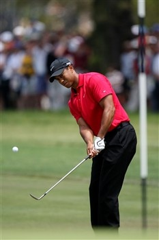 SAN DIEGO - JUNE 15:  Tiger Woods chips onto the second green during the final round of the 108th U.S. Open at the Torrey Pines Golf Course (South Course) on June 15, 2008 in San Diego, California.  (Photo by Ross Kinnaird/Getty Images)