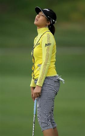 CARLSBAD, CA - MARCH 25:  Hee Kyung Seo of South Korea reacts to her putt on the 11th hole during the first round of the Kia Classic Presented by J Golf at La Costa Resort and Spa on March 25, 2010 in Carlsbad, California.  (Photo by Stephen Dunn/Getty Images)