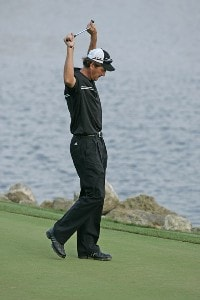 Greg Owen reacts to missing his par putt to tie on the 18th hole in action during the fourth round of the Bay Hill Invitational presented by MasterCard at the Bay Hill Club in Orlando, Florida on March 19, 2006.Photo by Michael Cohen/WireImage.com