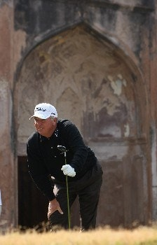 NEW DELHI, INDIA - FEBRUARY 09:  Mark O'Meara of USA watches his tee shot on the fourth hole during the third round of the Emaar-MGF Indian Masters at the Delhi Golf Club on February 9, 2008 in Delhi, India.  (Photo by Stuart Franklin/Getty Images)