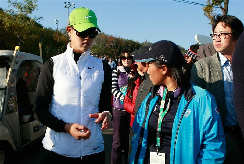 INCHEON, SOUTH KOREA - OCTOBER 29:  Michelle Wie of United States on the 18th hole during the 2010 LPGA Hana Bank Championship at Sky 72 golf club on October 29, 2010 in Incheon, South Korea.  (Photo by Chung Sung-Jun/Getty Images)