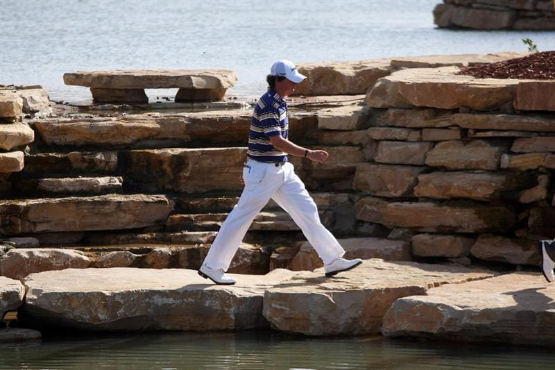 DUBAI, UNITED ARAB EMIRATES - NOVEMBER 21:  Rory McIlroy of Northern Ireland walks from the 6th green to the 7th tee during the third round of the Dubai World Championship, on the Earth Course, Jumeirah Golf Estates on November 21, 2009 in Dubai, United Arab Emirates  (Photo by David Cannon/Getty Images)