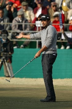 DELHI, INDIA - FEBRUARY 09:  Arjun Atwal of India just misses for birdie at the 18th hole during the third round of the Emaar-MGF Indian Masters at the Delhi Golf Club, on February 9, 2008 in Delhi, India.  (Photo by David Cannon/Getty Images)