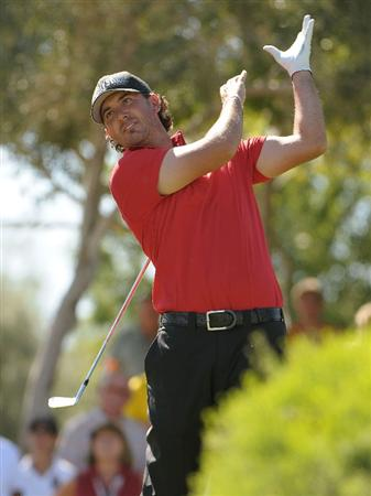 LAS VEGAS - OCTOBER 17:   Scott Piercy tees off the 8th hole during the third round of the Justin Timberlake Shriners Hospitals for Children Open at the TPC Summerlin on October 17, 2009  in Las Vegas, Nevada. (Photo by Marc Feldman/Getty Images)