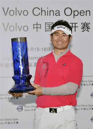 SUZHOU, CHINA - APRIL 18:  Y.E. Yang of Korea poses with the trophy after winning the Volvo China Open on April 18, 2010 in Suzhou, China.  (Photo by Victor Fraile/Getty Images)
