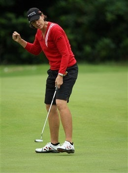 SUNNINGDALE, UNITED KINGDOM - JULY 31:  Juli Inkster of the USA makes an eagle putt at the 9th hole during the first round of the 2008  Ricoh Women's British Open Championship held on the Old Course at Sunningdale Golf Club, on July 31, 2008 in Sunningdale, England.  (Photo by David Cannon/Getty Images)