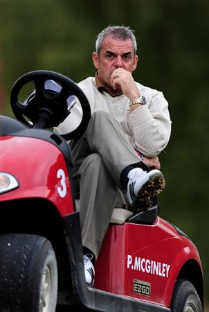 PARIS - SEPTEMBER 24:  Paul McGinley, Captain of the Great Britian and Northern Ireland team watches during the first day fourball at The Vivendi Trophy with Severiano Ballesteros at Saint - Nom - La Breteche golf course on September 24, 2009 in Paris, France.  (Photo by Stuart Franklin/Getty Images)