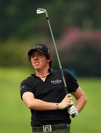 SINGAPORE - NOVEMBER 14:  Rory McIlroy of Northern Ireland watches his approach shot during the second round of the Barclays Singapore Open at Sentosa Golf Club on November 14, 2008 in Singapore.  (Photo by Ian Walton/Getty Images)