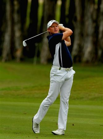 HONG KONG - NOVEMBER 21: Jamie Donaldson of Engalnd plays a shot on the 6th hole during day four of the UBS Hong Kong Open at The Hong Kong Golf Club on November 21, 2010 in Hong Kong, Hong Kong.  (Photo by Stanley Chou/Getty Images)