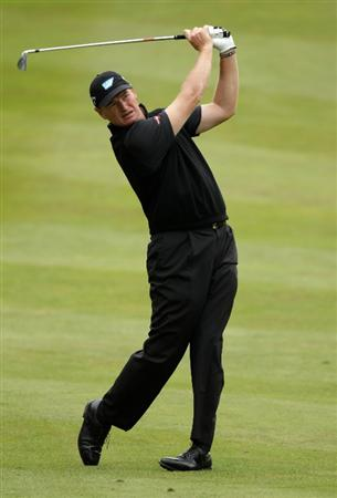 VIRGINIA WATER, ENGLAND - MAY 28:  Ernie Els of South Africa hits an approach shot during the third round of the BMW PGA Championship at the Wentworth Club on May 28, 2011 in Virginia Water, England.  (Photo by Ross Kinnaird/Getty Images)