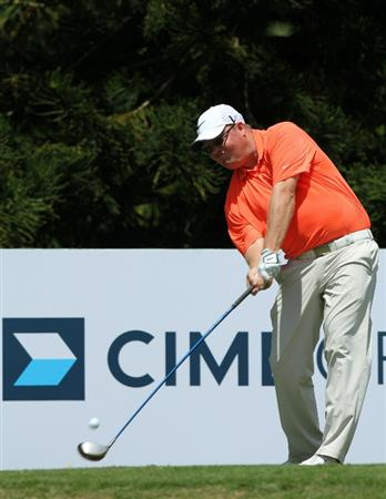 KUALA LUMPUR, MALAYSIA - OCTOBER 31: Carl Pettersson of Sweden plays his tee shot on the 4th holeduring day four of the CIMB Asia Pacific Classic at The MINES Resort & Golf Club on October 31, 2010 in Kuala Lumpur, Malaysia. (Photo by Stanley Chou/Getty Images)