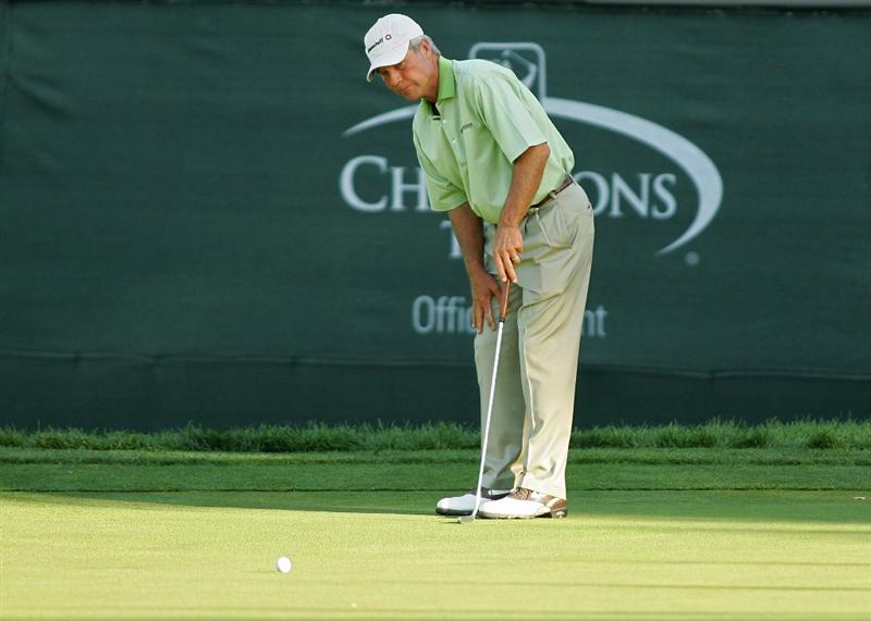 TIMONIUM, MD - OCTOBER 12: Ben Crenshaw watches as his par putt misses on the 18th green during the final round of the Constellation Energy Senior Players Championship at Baltimore Country Club East Course held on October 12, 2008 in Timonium, Maryland (Photo by Michael Cohen/Getty Images)