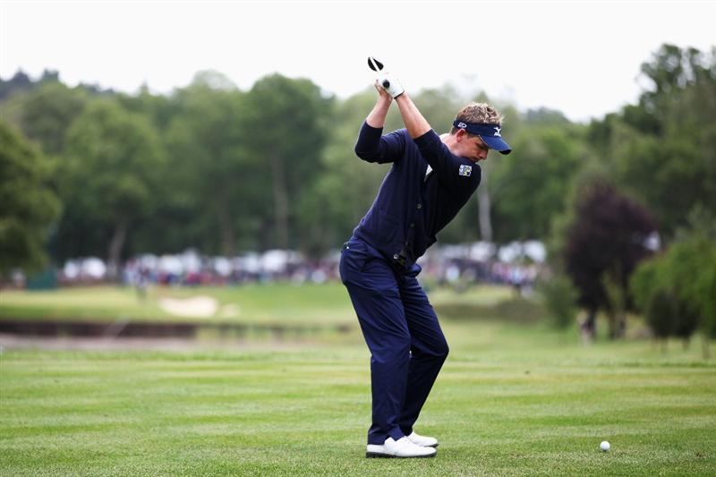 VIRGINIA WATER, ENGLAND - MAY 29:  Luke Donald of England tee's off at the 8th during the final round of the BMW PGA Championship  at the Wentworth Club on May 29, 2011 in Virginia Water, England.  (Photo by Richard Heathcote/Getty Images)