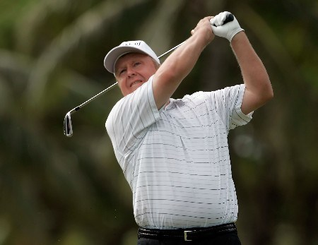 HONOLULU - JANUARY 10:  Billy Mayfair hits a tee shot on the fourth hole during the first round of the Sony Open at the Waialae Country Club January 10, 2008 in Honolulu, Oahu, Hawaii.  (Photo by Jeff Gross/Getty Images)