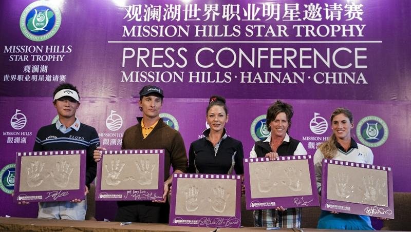 HAIKOU, CHINA - OCTOBER 28:  (L-R) New Zealand golfer Danny Lee, Actor Matthew McConaughey, Actress Catherine Zeta-Jones, Solheim Cup's captain Rosie Jones of the USA and Spanish golfer Belen Mozo pose with their handprints during a press conference as part of the Mission Hills Star Trophy on October 28, 2010 in Haikou, China. The Mission Hills Star Trophy is Asia's leading leisure liflestyle event and features Hollywood celebrities and international golf stars.  (Photo by Victor Fraile/Getty Images)