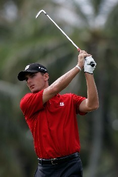 HONOLULU - JANUARY 10:  Charles Howell III hits a tee shot on the fourth hole during the first round of the Sony Open at the Waialae Country Club January 10, 2008 in Honolulu, Oahu, Hawaii.  (Photo by Jeff Gross/Getty Images)