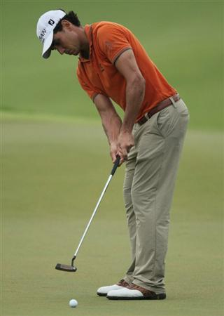 SINGAPORE - NOVEMBER 14: Rafael Cabrera-Bello of Spain putts on the 9th hole during the Final Round of the Barclays Singapore Open held at the Sentosa Golf Club on November 14, 2010 in Singapore, Singapore.  (Photo by Stanley Chou/Getty Images)