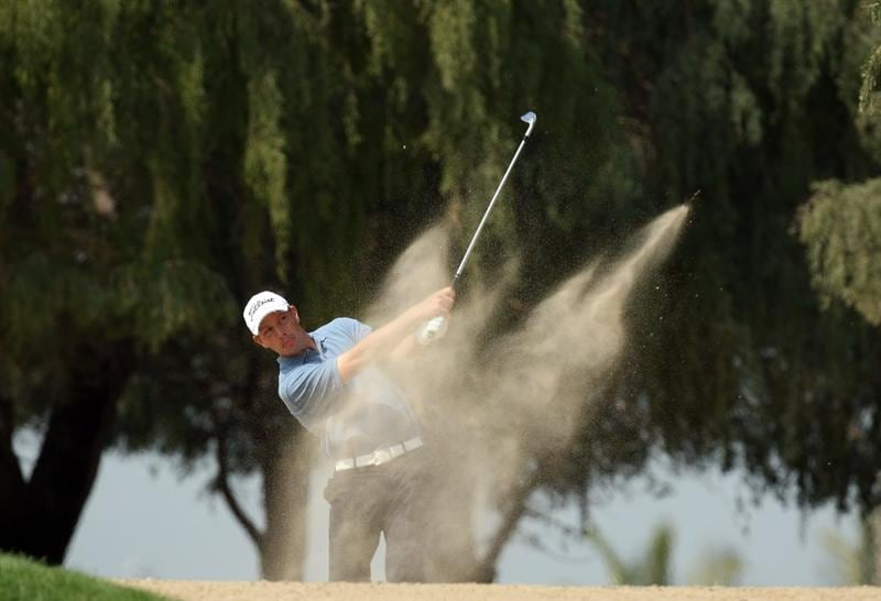 DUBAI, UNITED ARAB EMIRATES - JANUARY 29:  Soren Hansen of Denmark hits his second shot at the par 5, 13th hole during the first round of the 2009 Dubai Desert Classic on the Majilis Course at the Emirates Golf Club on January 29, 2009 in Dubai, United Arab Emirates  (Photo by David Cannon/Getty Images)