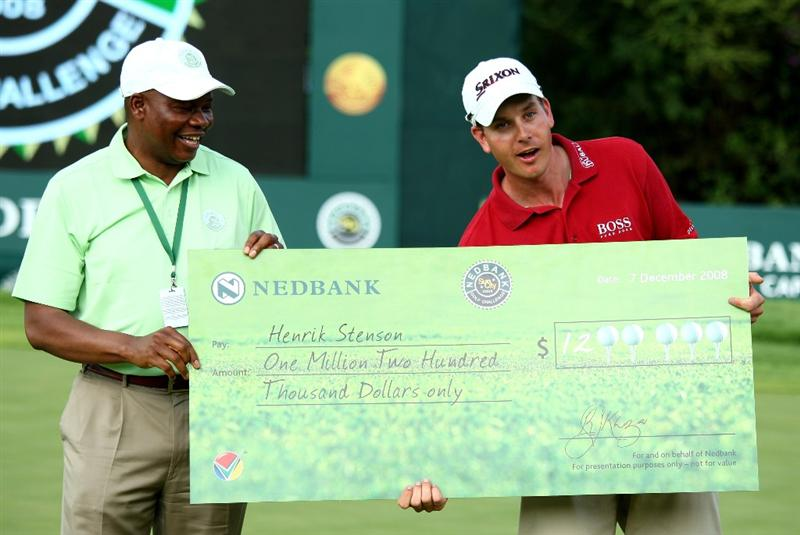 SUN CITY, SOUTH AFRICA - DECEMBER 07:  Henrik Stenson of Sweden recieves the winners cheque for 1.2 million US Dollars after the final round of the Nedbank Golf Challenge at the Gary Player Country Club on December 7, 2008 in Sun City, South Africa.  (Photo by Richard Heathcote/Getty Images)