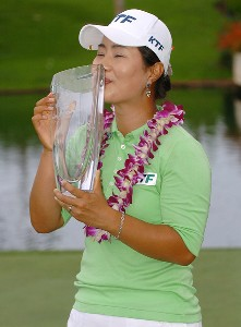 Meena Lee hold's the winner's  trophy after winning a sudden death playoff against Seon Hwa Lee inthe final round of the inaugural 2006 Fields Open in Hawaii at Ko Olina Golf Club in Kapolei, Hawaii February 25, 2006.Photo by Steve Grayson/WireImage.com