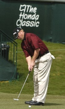 Brett Wetterich putts on the 18th green during second  round competition at the 2005 Honda Classic March 11, 2005 in Palm Beach Gardens, Florida.