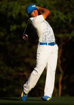HILTON HEAD ISLAND, SC - APRIL 15:  Rickie Fowler hits his tee shot on the fifth hole during the first round of the Verizon Heritage at the Harbour Town Golf Links on April 15, 2010 in Hilton Head lsland, South Carolina.  (Photo by Scott Halleran/Getty Images)