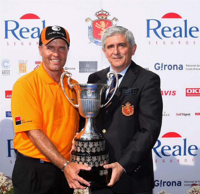 GIRONA, SPAIN - MAY 03:  Thomas Levet of France is awarded with the trophy by Gonzaga Escauriaza (President of the Royal Spanish Golf Federation) after winning the Open de Espana on a score of -18 under par at the PGA Golf Catalunya on May 3, 2009 in Girona, Spain.  (Photo by Warren Little/Getty Images)