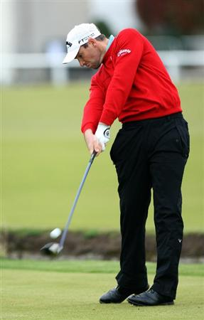 ST.ANDREWS, SCOTLAND - OCTOBER 02:  :  :  Oliver Wilson of England drives off the second tee during the second round of The Alfred Dunhill Links Championship at The Old Course on October 2, 2009 in St. Andrews, Scotland.  (Photo by David Cannon/Getty Images)