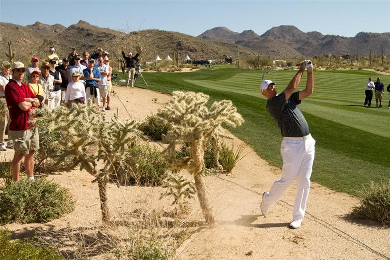 MARANA, AZ - FEBRUARY 17: Stewart Cink plays a shot on the second hole during round one of the Accenture Match Play Championship at the Ritz-Carlton Golf Club on February 17, 2010 in Marana, Arizona. (Photo by Darren Carroll/Getty Images)