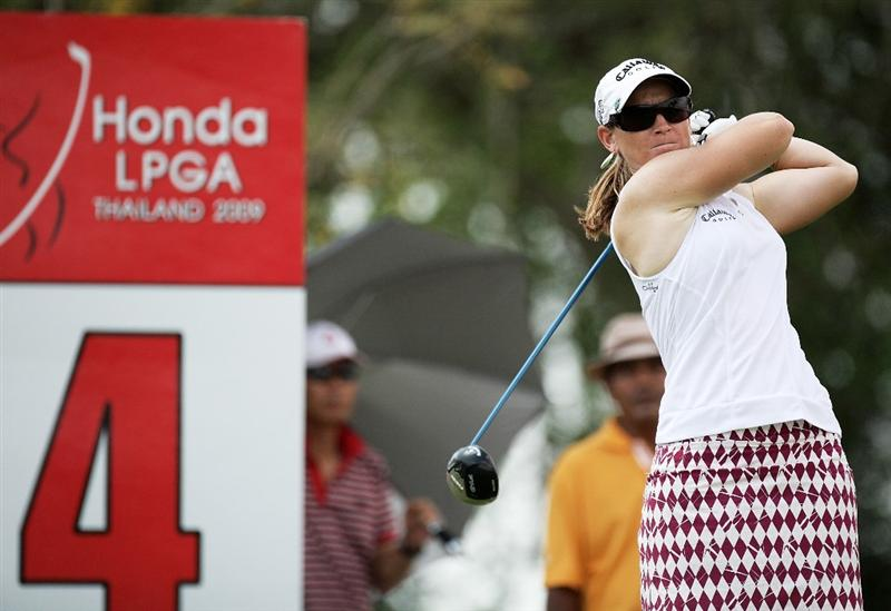 BANGKOK, THAILAND - FEBRUARY 27:  Kristy McPherson of the USA plays her 1st shot on the 4th hole during day two of the Honda LPGA Thailand 2009 at Siam Country Club Plantation on February 27, 2009 in Pattaya, Chonburi, Thailand.  (Photo by Chumsak Kanoknan/Getty Images)