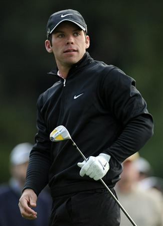 PACIFIC PALISADES, CA - FEBRUARY 18:  Paul Casey of England reacts to his tee shot on the second hole during the second round of the Northern Trust Open at the Riviera Country Club on February 18, 2011 in Pacific Palisades, California.  (Photo by Harry How/Getty Images)