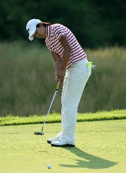 HAVRE DE GRACE, MD - JUNE 07:  Song-Hee Kim of South Korea putts at the par 4, 4th hole during the first round of the 2007 McDonald's LPGA Championship held at Bulle Rock golf course, on June 7, 2007 in Havre de Grace, Maryland.  (Photo by David Cannon/Getty Images)