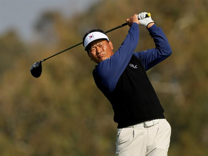 LA JOLLA, CA - JANUARY 31:  K.J. Choi of Korea hits his tee shot on the second hole on the South Course at Torrey Pines Golf Course during the final round of the Farmers Insurance Open on January 31, 2010 in La Jolla, California.  (Photo by Stephen Dunn/Getty Images)