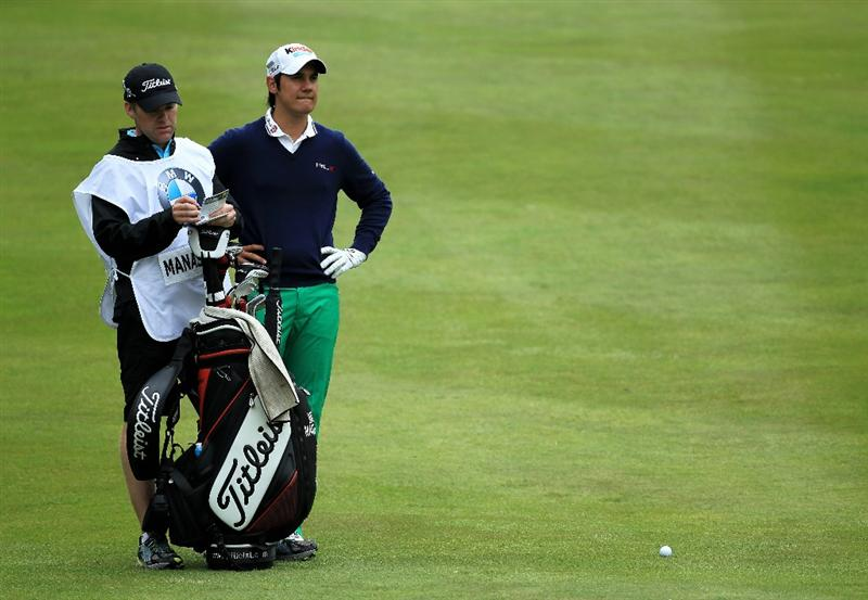 VIRGINIA WATER, ENGLAND - MAY 29:  Matteo Manassero of Italy prepares to hit his 2nd shot on the 4th hole during the final round of the BMW PGA Championship  at the Wentworth Club on May 29, 2011 in Virginia Water, England.  (Photo by David Cannon/Getty Images)