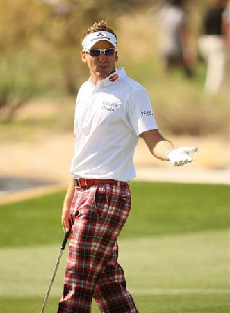 MARANA, AZ - FEBRUARY 18:  Ian Poulter of England reacts on the seventh hole during round two of the Accenture Match Play Championship at the Ritz-Carlton Golf Club on February 18, 2010 in Marana, Arizona.  (Photo by Darren Carroll/Getty Images)