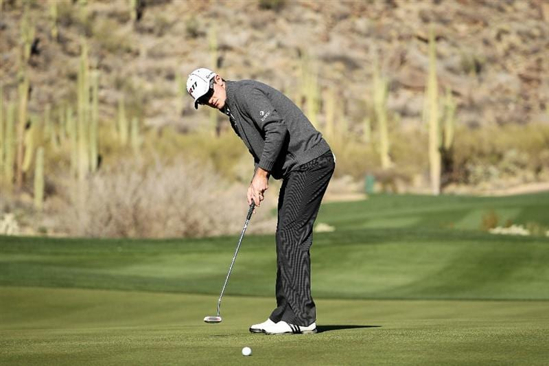 MARANA, AZ - FEBRUARY 24:  Justin Rose of England putts on the 16th hole during the second round of the Accenture Match Play Championship at the Ritz-Carlton Golf Club on February 24, 2011 in Marana, Arizona.  (Photo by Andy Lyons/Getty Images)