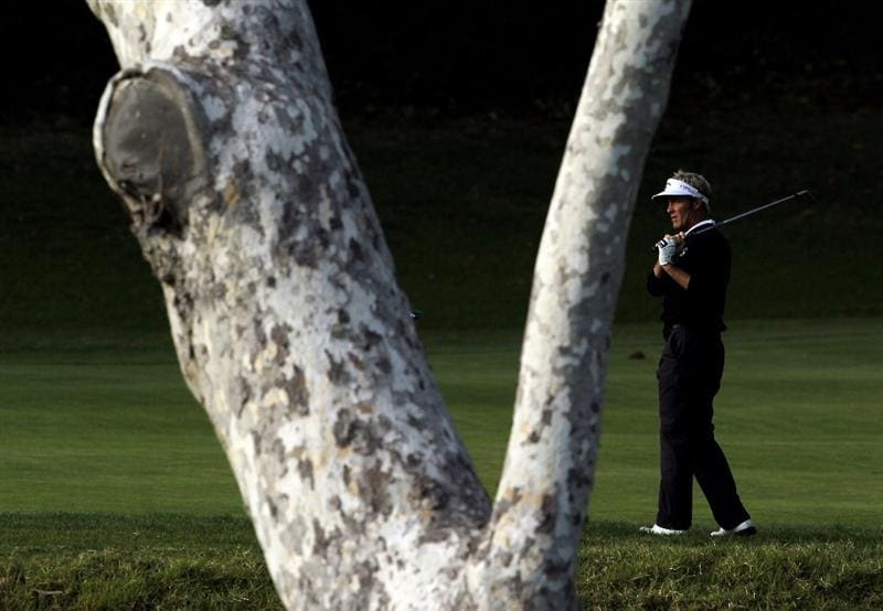 PACIFIC PALISADES, CA - FEBRUARY 04:  Stuart Appleby of Australia watches his second shot on the fifth hole during the first round of the Northern Trust Open at Riviera Country Club on February 4, 2010 in Pacific Palisades, California.  (Photo by Jeff Gross/Getty Images)