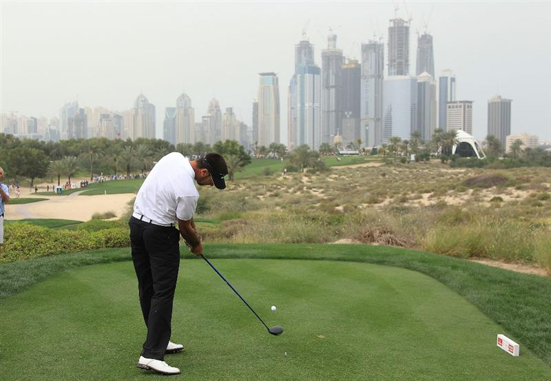 DUBAI, UNITED ARAB EMIRATES - FEBRUARY 05:  Alvaro Quiros of Spain plays his tee shot at the 8th hole during the second round of the 2010 Omega Dubai Desert Classic on the Majilis Course at the Emirates Golf Club on February 5, 2010 in Dubai, United Arab Emirates.  (Photo by David Cannon/Getty Images)